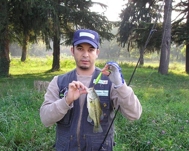 Alessio Turriziani a pesca nel basso Mincio.