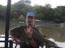 Cachame pescato nel lago Danubio, Cartago, Colombia