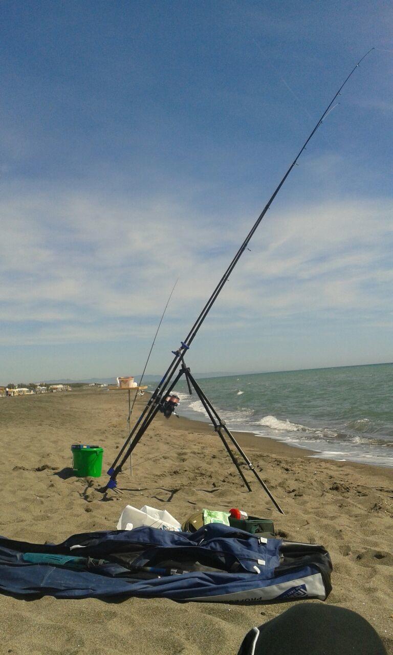 Aspettare su pesca in un agosto di picca