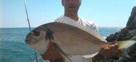 Orata pescata sulla costa laziale da Marco, con la sua tecnica mista tra il Rockfishing e il Feeder