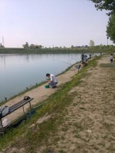 pesca trota lago